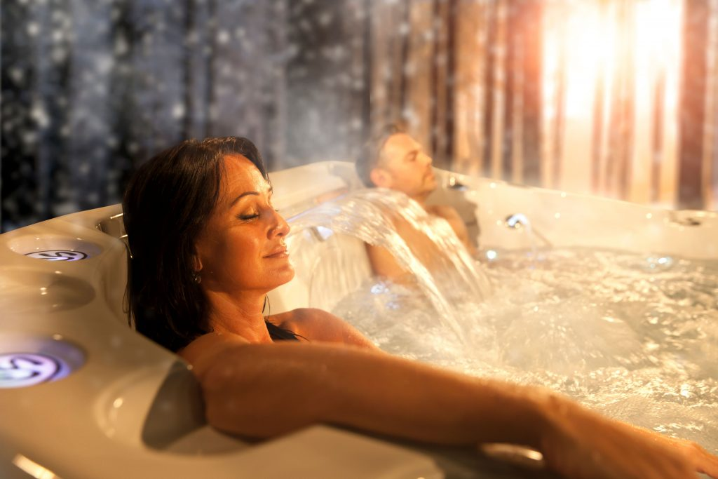 6 Health Benefits of Using a Hot Tub